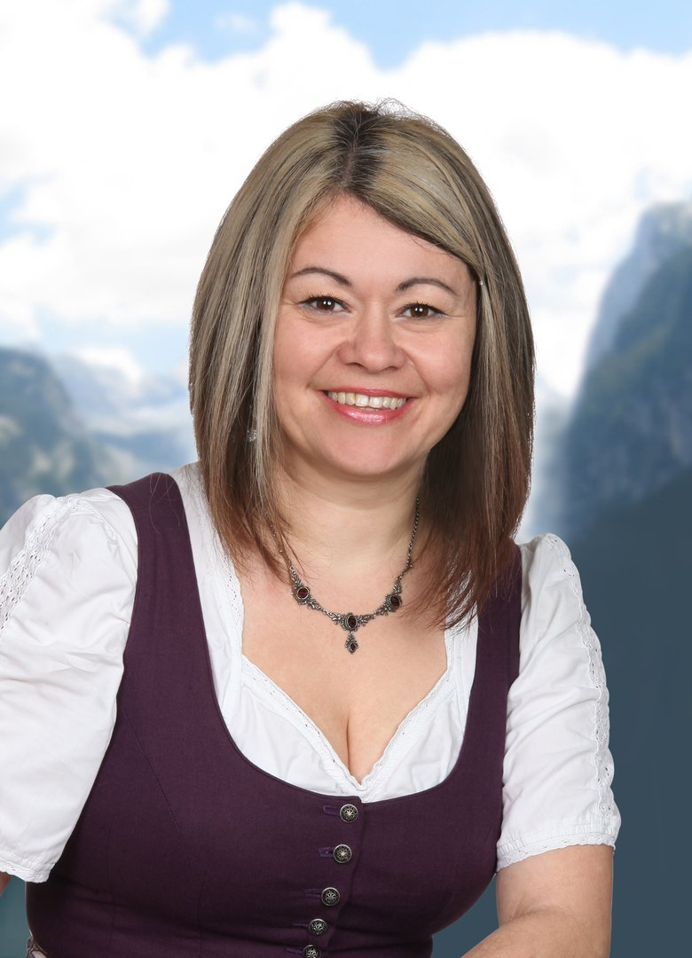 Auf dem Foto sieht man die Mitarbeiterin der Ferienregion Dachstein Salzkammergut, Petra Wallner